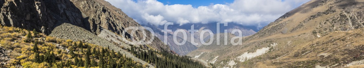 92595080 – Kirghizistan – The panorama of mountain landscape of Ala-Archa gorge in the sum