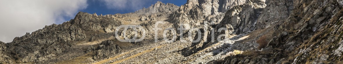 92595107 – Kirghizistan – The panorama of mountain landscape of Ala-Archa gorge in the sum