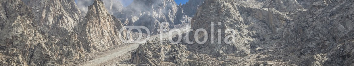 92595182 – Kirghizistan – The panorama of mountain landscape of Ala-Archa gorge in the sum