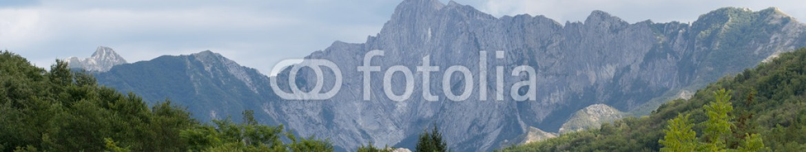 92954605 – Italy – Apuane Alps, general panorama of the mountains. Lunigiana, Italy
