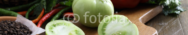 93022634 – Romania – pomodori verdi sfondo verdure ed ortaggi