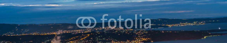 93252711 – Italy – Veduta di Trieste Scorcio del Golfo di Trieste in chiave notturna.