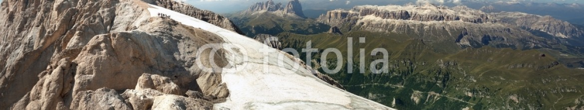 93309110 – Italy – wide panoramic view of the Italian Dolomites