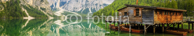 93441591 – Italy – Braies Lake in Dolomites mountains, Sudtirol, Italy (Lago di Braies)