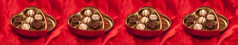 Панели для кухни Конфеты в упаковке в форме сердца